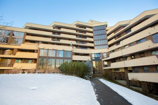 WOW! Great opportunity to own in sought after Holly Park. This fabulous 2-bedroom unit boasts an updated kitchen with a HUGE island, granite counters & plenty of neutral coloured cabinets. Open to the living & dining area, this unit is great for entertaining, and has a large north-facing patio. The unit provides 2 comfortable bedrooms including the master with large walk-in closet and direct access to the unique jack and jill 6-piece bathroom with deep soaker tub & updated vanities & fixtures. Extra large patio for entertaining, is ideal for friend and family. Convenient in-suite laundry & storage room, along with an underground parking stall. Holly Park has tons of great amenities including a swimming pool, hot tub, recreation/exercise room, library, and squash courts. Call now for your private viewing and you could live here too!