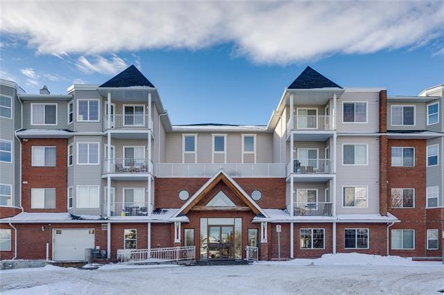 Excellent sun-drenched top floor east-facing unit in the Caledonia on the Park in the village of Prestwick in the amazing community of McKenzie Towne! This extremely well-priced apartment features two large bedrooms, quality kitchen with black  appliances and rich granite countertops, 9-foot ceilings, sweeping urban views, heated underground parking, estate casing and baseboard and more. Enjoy the small-town life this great community offers with km after km of walking paths and trails, shopping and day to day conveniences, walking distance to the town square.