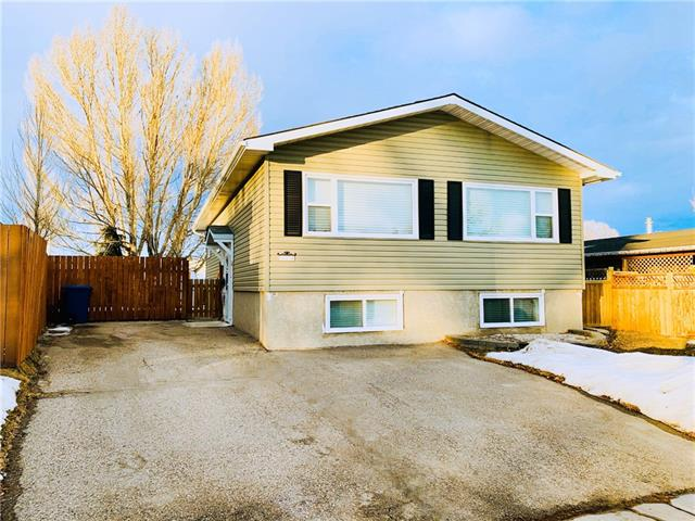 Great location on a quiet cul-de-sac, massive yard, over 1,800 sq ft of developed living space, RV parking, freshly painted & ready to move in. Close to schools, shopping, RESTAURANTS, PUBS, transit & steps from an awesome DOG PARK! The main floor of this bright & spacious bi-level has plenty of natural light. Tons of cupboard & counter space in the kitchen which features an island. Open concept living and dining area - perfect for entertaining. Three generous sized bedrooms upstairs and a full bathroom, plus SPACIOUS LIVING/DINING AREAS. Downstairs features two large living spaces for recreation, lounging, games or an office. Also a bedroom space & another bathroom. Massive backyard for kids to play, pets to run (fenced dog run) & space for a garden. Front driveway w/ room for 3 vehicles. Come check out this great home!  QUICK POSSESSION, MOTIVATED SELLERS!