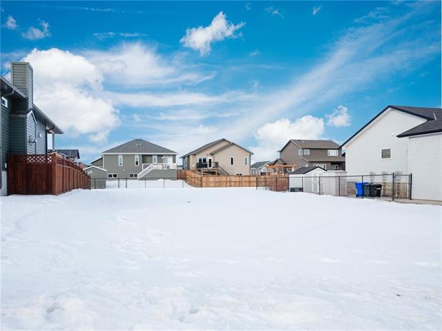 Build your dream home! Great bare lot in the Vista's, fully serviced & ready to build on. This 62' x 123' parcel would be the perfect lot to build a raised Bungalow or Bi-Level, ask for details. The location gives you access to the trail and park systems in Olds, perfect for walking to the Hospital or accessing the west end shopping area. Call today!!