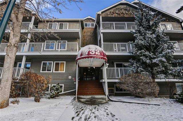 WHAT A LOCATION FOR THIS GREAT CONDO LOCATED IN WINDSOR PARK!! THIS 2 BEDROOM 1 FULL BATH CONDO HAS PLANK FLOORING, CERAMIC TILES, AND VERY NICE CARPET IN THE BEDROOMS. THE MASTER BEDROOM IS MASSIVE AND CAN FIT A KING SIZE BED NO PROBLEM .THE KITCHEN IS OPEN TO THE EATING AREA AND VERY LARGE LIVING ROOM WHICH IS PERFECT FOR HAVING FRIENDS OVER TO ENTERTAIN. THE DECK IS A MASSIVE 400 SQ FT IN SIZE WHICH THEN OPENS TO A MASSIVE EXCLUSIVE USE PATIO WHICH IS PERFECT FOR SMALL ONES TO RIDE THERE BIKES AND PLAY AND ENTERTAIN OTHERS! THERE IS ONE UNDERGROUND STALL FOR YOUR CONVENIENCE AS WELL! THIS UNOT FEATURES IN SUITE LAUNDRY AS WELL AS A LARGE PANTRY AREA . THIS CUTE CONDO IS LOCATED CLOSE TO ALL FORMS OF SHOPPING AND CHINOOK CENTRE  AS WELL AS TRANSPORTATION ROUTES. HURRY ON THIS ONE FOLKS!