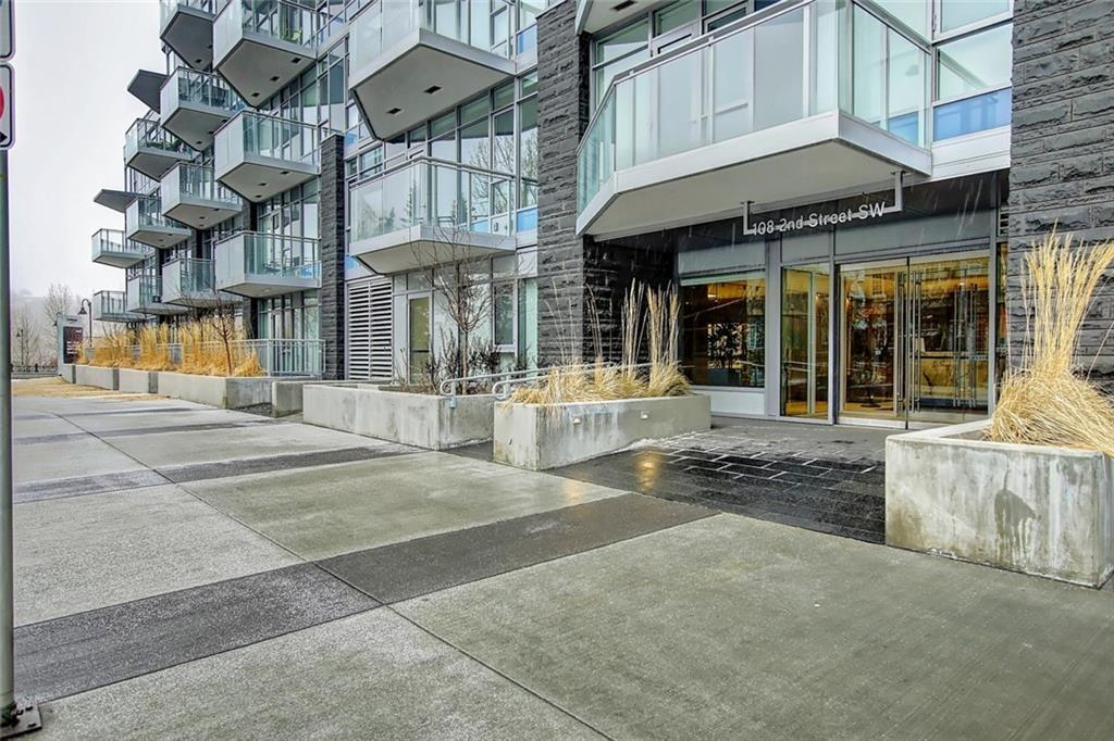 Most incredible opportunity to own large one plus den view unit in the prestigious and luxurious Parkside at Waterfront.  You are literally mere steps from Calgary's beautiful Prince's Island Park and the Bow River.  This location could not be a more desirable and a valued asset for anyone to have the chance to own.  Comes with one underground parking stall and one storage locker.  Don't miss your chance to own on the Bow!