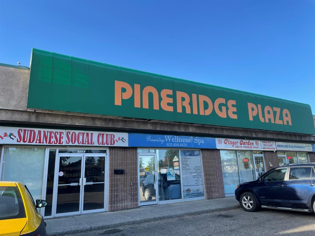 Retail unit for lease located at prime location in Pineridge Plaza, lots of parking, close to schools, malls, and residential area. Unit 4 with 1008 sqft is available. Other units may also come available. Annual basic rent is $16/sqft, and operating cost is $11/sqft. Suitable for all kinds of businesses.