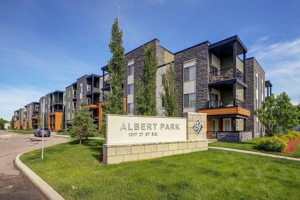 Open concept 670+ sqft 2 Bed Condo with SOUTH facing Balcony in ALBERT PARK! Nice sized maple kitchen with stainless steel appliances, granite countertops + glass tile backsplash opens to nook/eating area + large family room with convenient access to Balcony. 2 Bedrooms + 4pc bath and In-suite laundry. TITLED + HEATED underground parking. Ideal first time buyer or investment property. Very reasonable condo fees! Close to LRT, shopping, restaurants, Memorial + Deerfoot and just minutes to Downtown. Exceptional value!