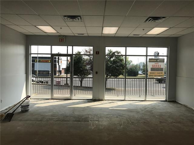 **PRIME commercial retail location with exposure to Macleod Trail** Welcome to this main floor end cap unit with large windows and parking directly in front. Handicap access. 1,425 SF with high ceiling. Many retail business possibilities including, health services, medical / vet clinic, professional office, restaurant, take out food service, vehicle rental, etc. 5 - 10 year lease. Please do not approach location directly or bother staff at Comfort Inn, tours by appointment only.  NO pet store, liquor store, retail cannabis and restaurant with kitchen