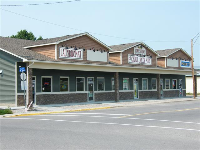 2 Bays available  765 sq' and 1206 sq'  5 bay building including a new laundromat, liquor store and Pizza 73 business     Annual rent $ 15.00 sq' plus $ 4.50   Landlord very flexible to work  with.