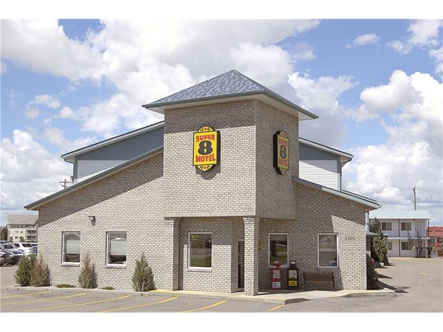 GOOD PROFIT AND NICE FRANCHISE MOTEL IN MEDICINE HAT. 70 ROOMS WITH SWIMMING POOL AND RENOVATED. IT IS VISIBLE AND EASY ACCESS FROM HIGHWAY #1. GOOD REVENUE AND EASY OPERATION.