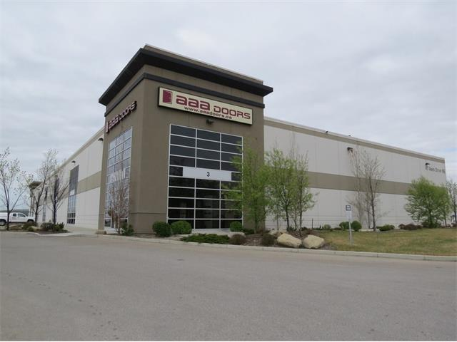 Great warehouse & showroom office space available for Sublease in Deerfoot Business Centre district.  The showroom is approximately 3050 sf finished to a very high quality and standard could be ready to use.  Warehouse space just under 17,000 sf, open & clean with a natural light, sprinkler system, 6 drive-in door bays, ample power and just under 25 ft clear ceiling height.  Call listing agent for more information.