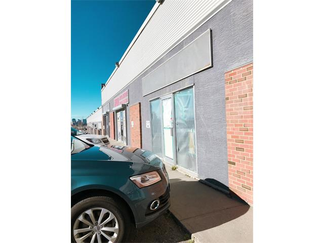 Great location !  Ideal for Owner occupied or Investment. 2500 sf plus over 1000 sf NO CHARGE Mezzanine of storage space. Great 12 ft bay door entrance into the warehouse. Close to Downtown, easy access to Deerfoot highway. Very well managed property with 5 signed parking and ample visitor parking. I-C Zoning allow retail, personal service uses, automotive uses, entertainment, professional offices industrial and instructional uses.