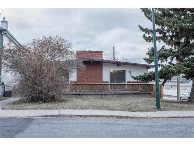 541, 53 Ave  and 5404 5 St S.W ,Bright SIDE X SIDE Duplex inner City Windsor Park. Each bungalow offers 985 sq ft. Great Holding Property in a Prime Location on a 50x120 ft R-2 LOT; SOUTHFACING Backyard with Double Detached Garage. Located kiddy corner to Green Space/Park. Features Included; Roof Redone in Oct 2010.  VAULTED CEILINGS. Large Living + Dining room with Wood burning brick Fireplace + Exposed Wood Beam. Patio door out to the deck. Eat-in Kitchen. 2+1 Bedrooms + 2 bathrooms EACH SIDE. Fully developed Down-Both side boasts newer laminate floor and carpet, new counter in basement, new fence.  CENTRAL SW LOCATION 7 minutes to Downtown. Easy access to Schools, Chinook Centre, LRT, Britannia Shopping, Macleod Tr. Vacant, Easy to show!