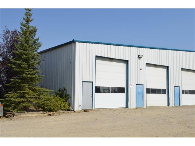 This is a great 3200 sqft warehouse bay located in the Hamlet of Indus. This has 2 overhead doors and a small warehouse washroom; overhead heaters and fans. The owners are offering a gross lease of $2500/month + GST tenant to pay all utilities for the bay.