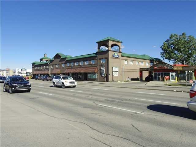 This attached corner unit is currently occupied by Carlianos Restaurant and is being leased as is. Includes three washrooms, kitchen, and cooler. Located on Macleod Trail in the same building as the Days Inn suites, next door to Tim Hortons. This area gets high traffic and has very good signage. Plenty of seating and parking. Great opportunity to run your own restaurant business. Fully licenced.