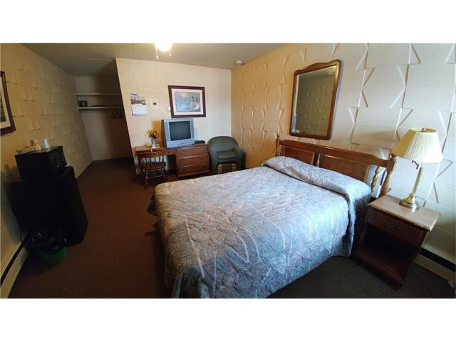 * MOTEL WITH 22 ROOMS    * 1 BEDROOM LIVING QUARTERS    * LOT SIZE: 0.77 ACRES    * LOCATED AT THE CENTRE OF THE TOWN    * HIGH TRAFFIC AREA ON HWY 28    * TOWN ECONOMY RECOVERING    * OWNERS RETIRING