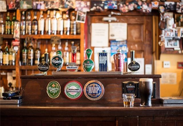 This is a very well-appointed neighborhood pub with lots of ambiance! It was built with old style Irish décor such as carved wood and a very dramatic hammered tin ceiling! Supported by lots of locals from the surrounding neighborhoods. Comes with 3 VLTs, a full kitchen, additional office and storage space. Bring your energy and marketing ideas to this well-established pub!