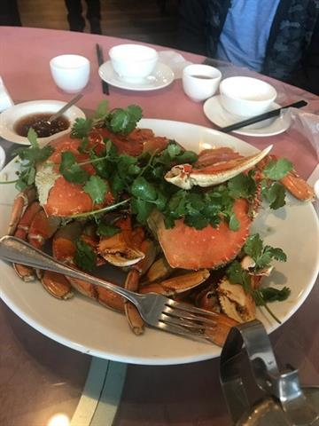 GREAT LOCATION FOR THIS 80 SEAT Traditional Chinese Style RESTAURANT with parking, GOOD LUNCH & DINNER BUSINESS HOUR MONDAY TO Friday 11 AM TO 2: PM, 4:30 - 10 Pm FULL, Saturday and Sunday 11 am - 2 pm and 4:30 - 11:30 pm.  COMMERCIAL ASIAN KITCHEN ALL EQUIPMENT OWNED BY THE SELLER. Fully Licenced.