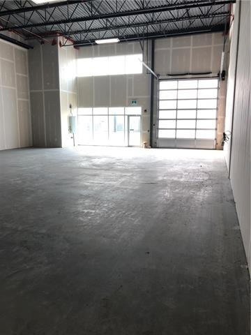Located in Jackson port  next to lube shop and car wash.  2500 square feet industrial bay . Dc zoning. 