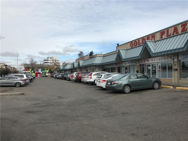 Prime 1,100 retail space for lease located right on Centre St. High exposure on daily traffic, walking distance to downtown. Suitable for law firm, accountant office, dental clinic, beauty salon, etc... Plenty of parking space. Immediately possession is available. All viewing by appointment only. Thanks !