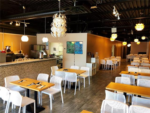 This newly renovated restaurant is located on a busy street, close to downtown. The kitchen is very equipped and comes with bubble tea machine, walk in cooler and freezer. 2,800 sqft, 80 seats, ample parking. Good profit and have lots of potential.