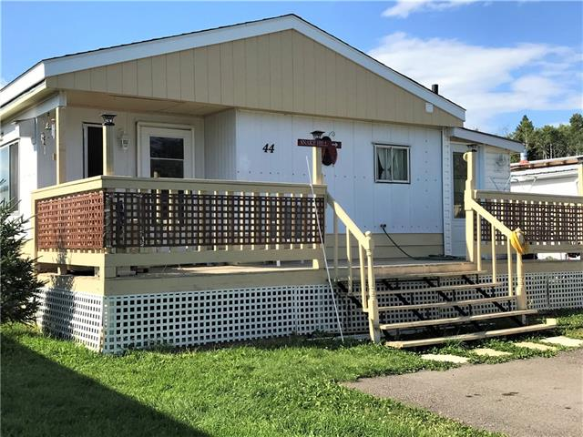 SUPER CUTE STARTER!  2 bedroom spacious doublewide Modular on a rented lot in Sundre Mobile Estates.  Lots of upgrades including a new PEAKED ROOF!  The living room has been upgraded with new flooring and the bathroom is recently refinished.  New ceilings in some of the rooms.  Enjoy the large morning deck, asphalt parking area and a tarp garage!  You can enjoy affordable home ownership at just $44,900!  Call today to view.