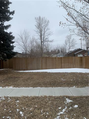 BEST PRICE IN TOWN & HIGH AND DRY  South facing backyard. Excellent opportunity to build your new home on a lot that never saw any water in the 2013 flood. Great location close to everything. This lot is zoned TND, you have all sort of building design capabilities with this zoning.  High River has one of the most flexible land use by-laws in Alberta. Drive by  check it out, it is close to all of the amenities. Quick access to the #2 hi-way Single car garage would be perfect to have during construction. Seller has full set of plans designed for the lot.