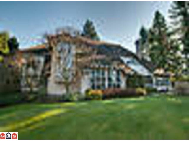 Bayview West...1 Acre G.D. lot..beautifully landscaped, Stunning West Coast style, built by Jeheny and designed by Bill Daniels. New updated kitchen with granite, stainless steel, Gas cooktop, extra large island with sit up bar area. Tw o sided fireplace, counter to ceiling windows. Very grand entrance with vaulted ceilings, curved staircase, updated flooring - hardwood and carpets. Nanny or in-law bedroom on main. 5th bedroom is large enough and private for a games room. California shutters and many french doors to access this amazing property. One of a kind...enjoy.