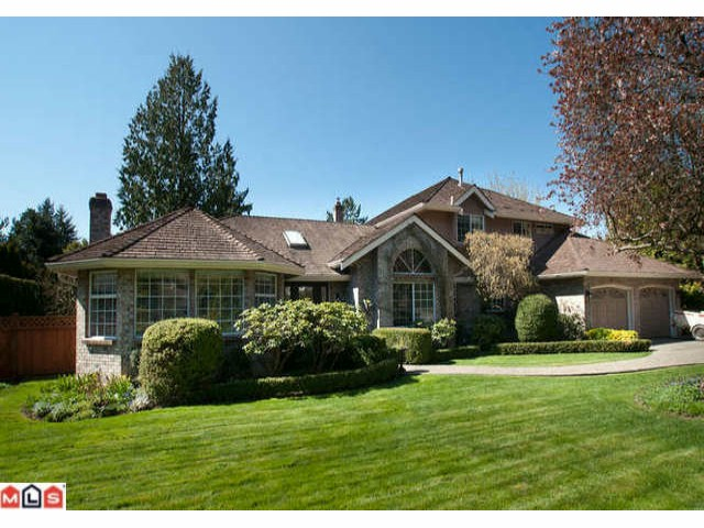Chatham Woods- ? acre (14,000) sq.ft. lot, gorgeous west facing located in great neighbourhood. 4 bedroom up plus nanny's or in law quarters on main plus large family room, generous size kitchen & dining room. Great deck with access from kitchen & f.room. Extended garage could accommodate extra vehicles or great for a workshop. Located on border for school catchments -- choice Elgin or Semi...