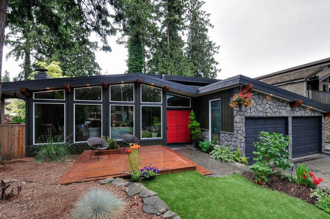 Fully renovated and stylish west coast contemporary home in desirable Mossey Estates.  The main and lower level is an open concept style perfect for entertaining. It also boasts stunning vaulted beamed ceilings and two fireplaces.   There is a separate laundry room, large bonus room and bathroom off the lower family room.   Upstairs features a large master bedroom with electric fireplace,  planked feature wall and walk in closet plus full 3 piece ensuite.   Also upstairs are three generous sized bedrooms that are perfect for guests or larger families and a 4-piece bath.   The large yard is private and low maintenance with artificial lawn in the front and huge recently refinished decks in the back.   Located on a quiet cul de sac and close to excellent walking trails .