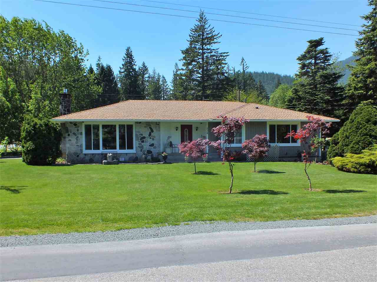 Retro charm blends nicely w/quality modern upgrades in this rancher w/full bsmt, (3740 sq ft total living area) ,on subdivideable corner lot.  Over $150K of upgrades inc. kitchen, 4 baths, windows, roof, heat pump, electrical, plumbing, H/W on demand, siding, gutters, fencing & so much more. Original coved ceilings & hardwood floors w/dark inlays, oversized rooms, sep entrance to basement & easily converted from 3 to 5 bedroom home. Property measures 156' x 116' allowing at least 50' x 116' lot with lane access to be subdivided from north side. Prime location near schools, golf & downtown core.