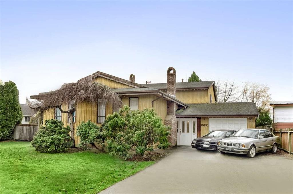 Beautiful house in desirable Woodwards area, newly renovated. Functional layout with 3 bedrooms up and 1 bedroom with big Recreation room down, easy to convert to suite. School Catchment: McKinney Elementary and Steveston-London Secondary.