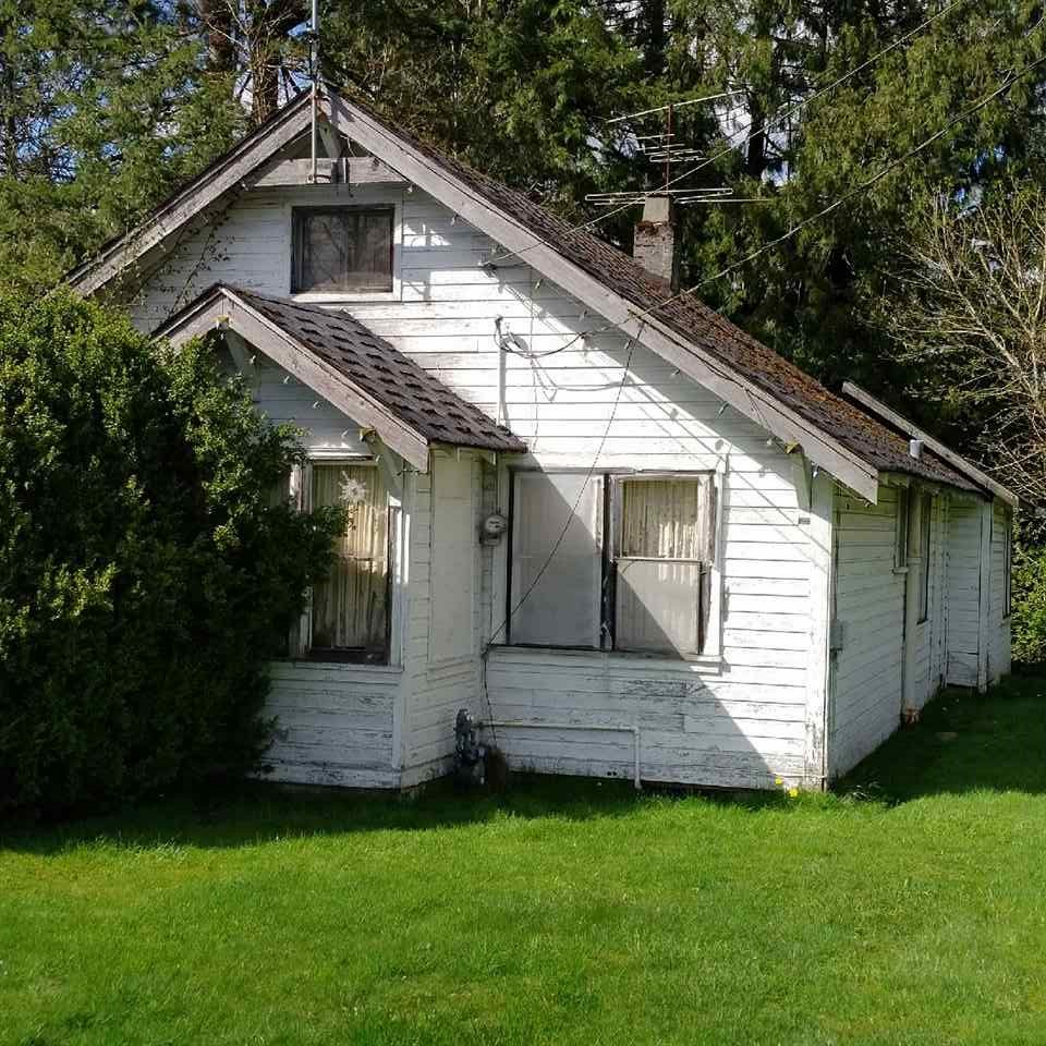 Old family home. Huge 9,147 sq ft lot. Build your dream home or renovate to your heart's desire. Easy to view. Great location only minutes to downtown Maple Ridge. Quiet dead end road which is quite peaceful. Elmentary and High Schools closeby, recreation closeby. Call L.S. to have a look today!!