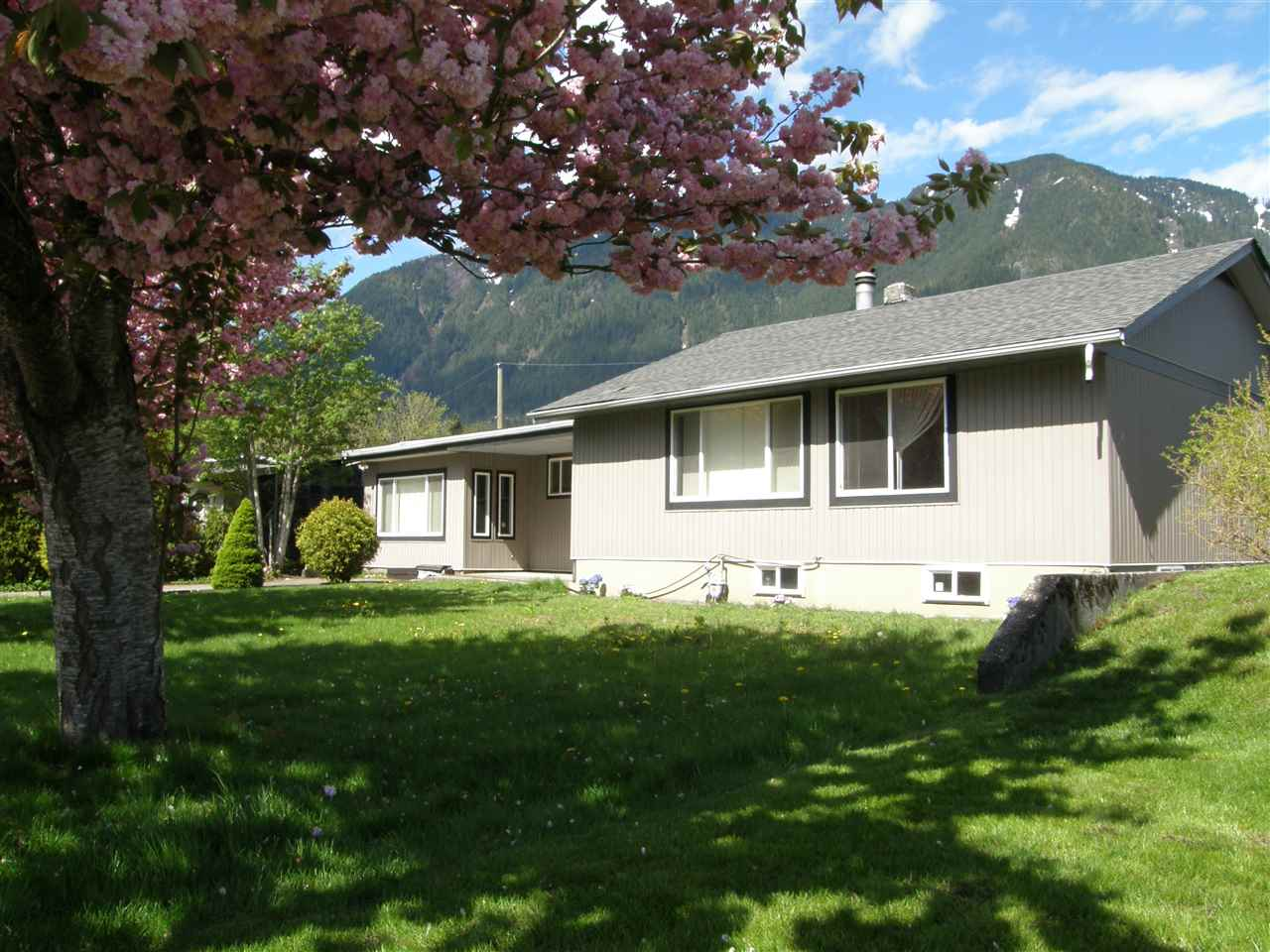 Family or retirement home located on a quiet street close to Fraser River fishing & walking trails. This spacious rancher is over 1750 sqft. on the main floor with an additional 900 sqft. part basement. There are 3 bedrooms, 2 bathrooms, newer windows, & roof. Just completed renovations include kitchen cabinets, counters, appliances, tile work, tile & laminate flooring & paint. The lot is a large 80' x 102' with lane access & room for a shop or garage. This is a sought after neighbourhood close to schools & shopping.