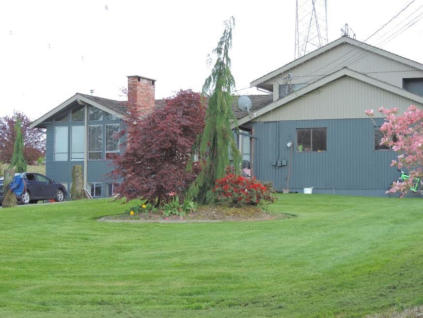 12+ Acre Blueberry Farm minutes to High St. & Hwy #1. Last property on private dead end road. Blueberries are primarily Bluecrop & are in full production. Large multi-family home with 4300 sqft, 8 Bdrms & 4 Baths. Field has new waterlines, poles & waterlines & is setup to machine pick. Don't miss out on this opportunity to enjoy living on a farm with the benefits of being in town. Call today to arrange your private viewing.