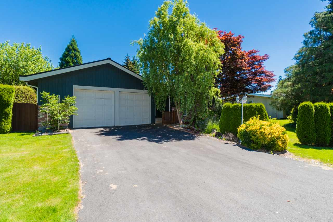 This house is situated on a super private 11,485 sqft property backing onto private Beach Grove golf course.
