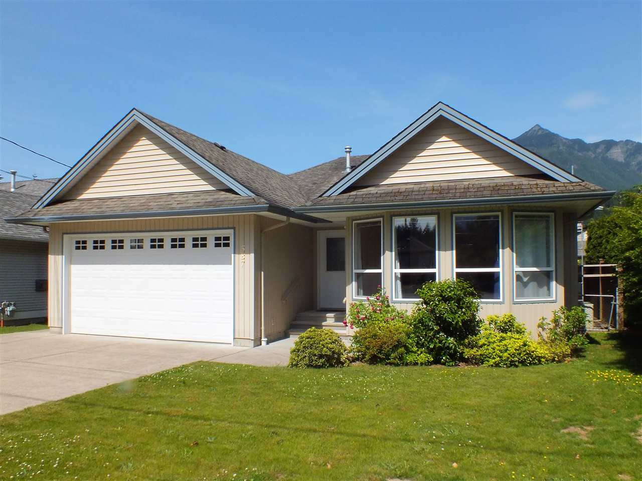 Large rancher with full basement, short walk to town center, golf & schools. Potential for 6 bedrooms, this immaculate home has 4 existing bedrooms, 3 full baths and oversized rec room and storage areas. Fenced & nicely landscaped yard enjoys lane access & great views of surrounding mountains. This home suits active retirees & large families alike and is ready to move into. Double garage and plenty of extra parking.