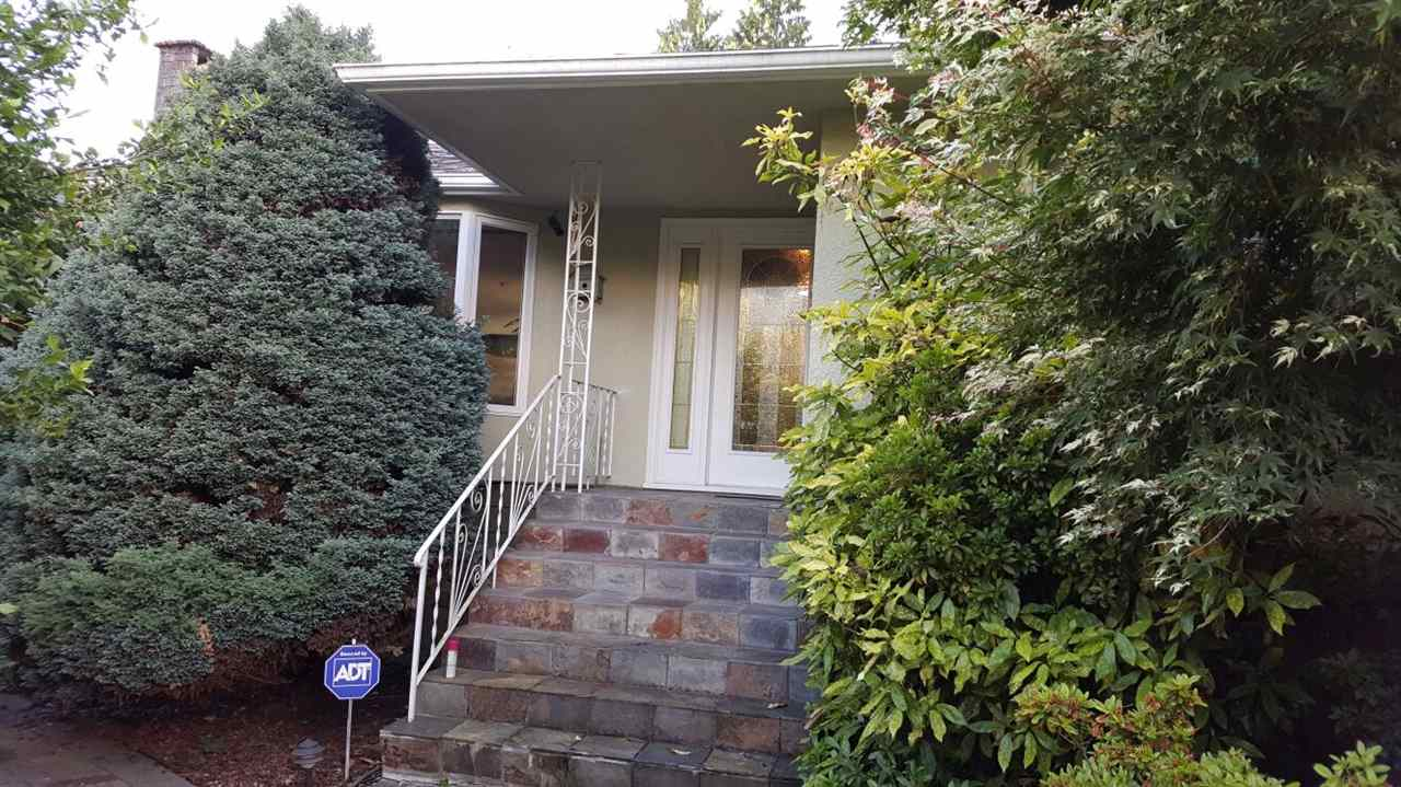 Charming 3 bedroom home with a 2 bedroom in-law suite in desirable Hamilton Heights.  Great location! Minutes to Highway 1, Edgemont Village or Marine Drive for all your shopping needs.  This lovely home is nestled in a super quiet area surrounded by trees, parks and walking trails. Lovely gardens for those with a green thumb. Large covered/uncovered deck for all your outdoor entertaining. Potential for coach house.