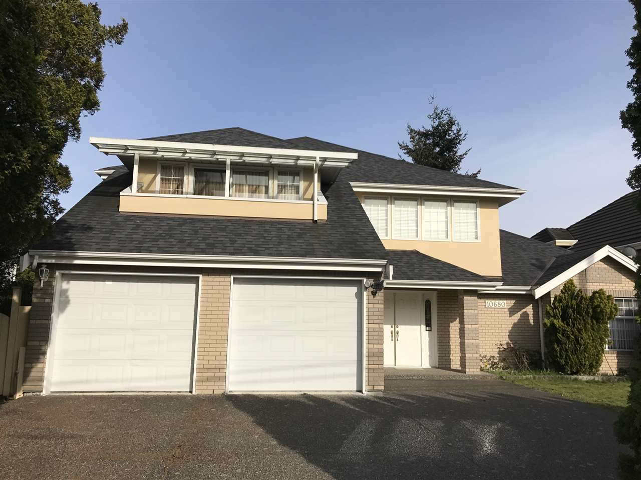 Spotless 3764 sf 5 bedroom & 4 bath home on a 8383 sf regular lot. Features: granite entry, radiant HW heat, wok kit, extra large living & dining, 2 stairs, well kept, newer roof, fresh side paint, convenient location close to buses & easy access to French Immersion high school, South Arm park & Ironwood mall. House is very clean & shows very well. Open house: July15/July16, 2:00-4:00 PM
