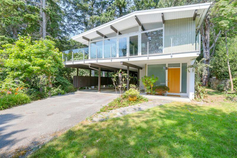Tastefully updated mid-century modern home w/level entry in one of the best neighbourhoods in West Van! Huge 1/2 acre property & ocean peak-a-boo views. New sparkling kitchen w/Bosch & KitchenAid appliances & New bathrooms. New flooring & paint inside & out. New roof, huge wraparound patios w/stunning glass railings, boiler & hot water tank for HW heat, double-glazed pane windows. Split entry with kitchen & 3 bedrooms above rec room below. 1/2 acre property below. Original post & beam home was custom built. This only the 2nd time on the market! Perfect family & executive family home with private level gardens out front to pLay and lounge. Steps to transit & minutes to Caulfield village & highway, Stearman beach & schools.