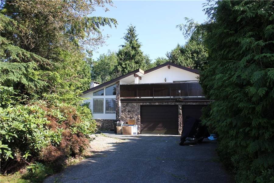 Investor Alert! Over 18,000 sqft huge levelled land. Easy access to Metrotown,  to Vancouver and YVR. 4 level spilt style with vaulted ceiling in Living room. The private back yard is your own park to enjoy. Plenty of updates in the house. Roof is7 years. Glass railing around the deck installed 3 years ago, huge deck in front is 25x30 sqft built 3 years ago. This private cul-de-sac is quiet and perfect for your family. Don't miss the opportunity to own this one of a kind huge land package.