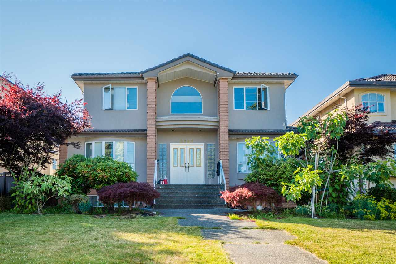 This well maintained house with a huge 8436 sqft lot is located in the prime Fraser view Area, great south view! Great and luxurious layout, 3 levels, 4 bedrooms up and 2 bedrooms down.