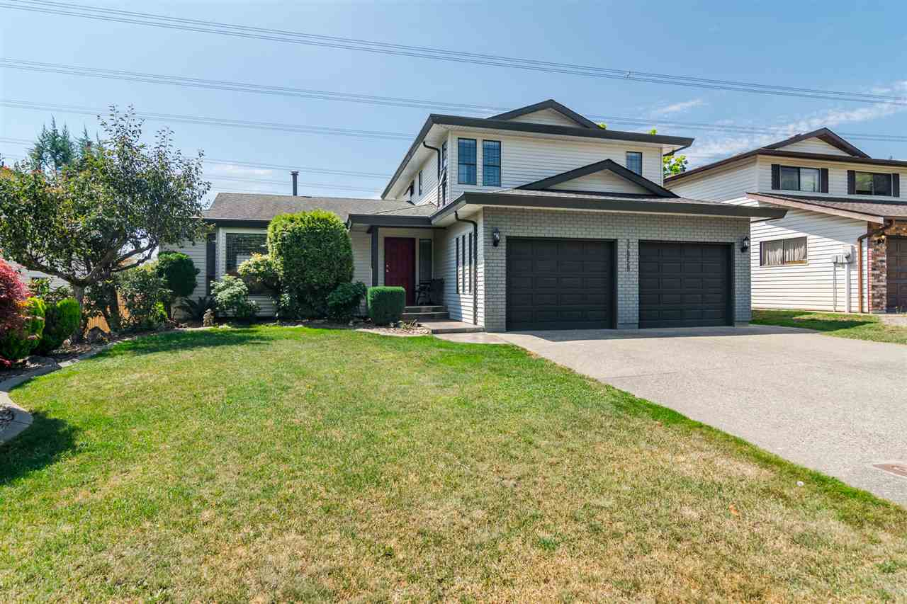 Excellent opportunity to own this 6 bedroom and 3 bathroom home measuring over 3176 square feet with a large and very private enclosed back yard. Many updates including flooring, paint, crown moulding, counter tops and a new upstairs shower. Peace of mind with roof done only 5 years ago. Middle School only a block away and a High School (Mouat) only a short 15 minute walk. Discovery trail and ravine trail directly behind the home. Excellent family home on a huge lot measuring 12,200 square feet and located in a quiet cul-de-sac in a nice neighbourhood. Call for your private showing today!