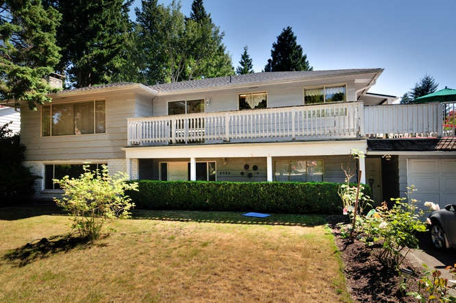 Huge 12,800 sq.ft. lot in very desirable Area of Tsawwassen. This much loved home sits patiently in a family friendly cul-de-sac. 4 huge bedrooms, family room and games room, dining and eating area in kitchen with built in banquette! Don't hesitate, this is your opportunity to buy your own rose garden! Love Tsawwassen and all it has to offer!