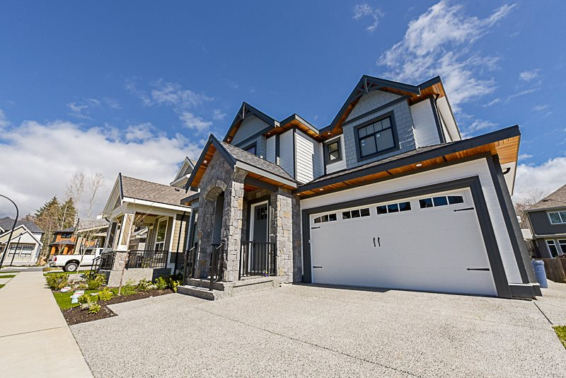 Welcome to Luxury! Brand new custom built home in South Surrey's Greenside Crossing. Gorgeous 3369 sq.ft., 3 storey home offers 4 bdrms, 4.5 baths, grand master bdrm with a spa inspired ensuite and finished media and rec room in the basement. Extraordinary kitchen cabinets boast quartz counter tops and stainless steel appliances. Exquisite drops, crown mouldings and mill work throughout. Home is A/C, alarm and home automation ready. Located steps to the beach and Peace Arch Park.