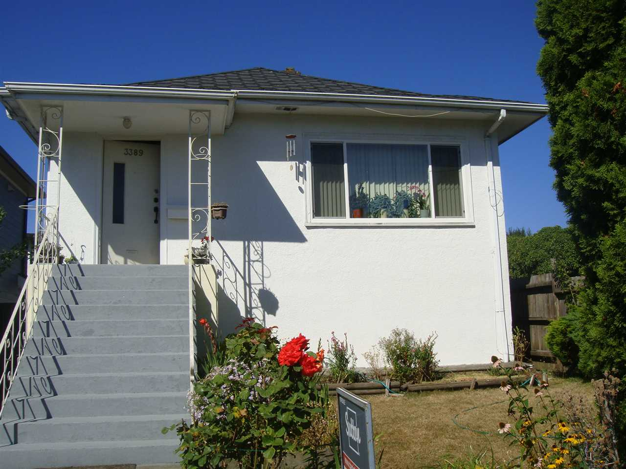 Nice home in Renfrew area with four bedrooms, two kitchens, and two baths.