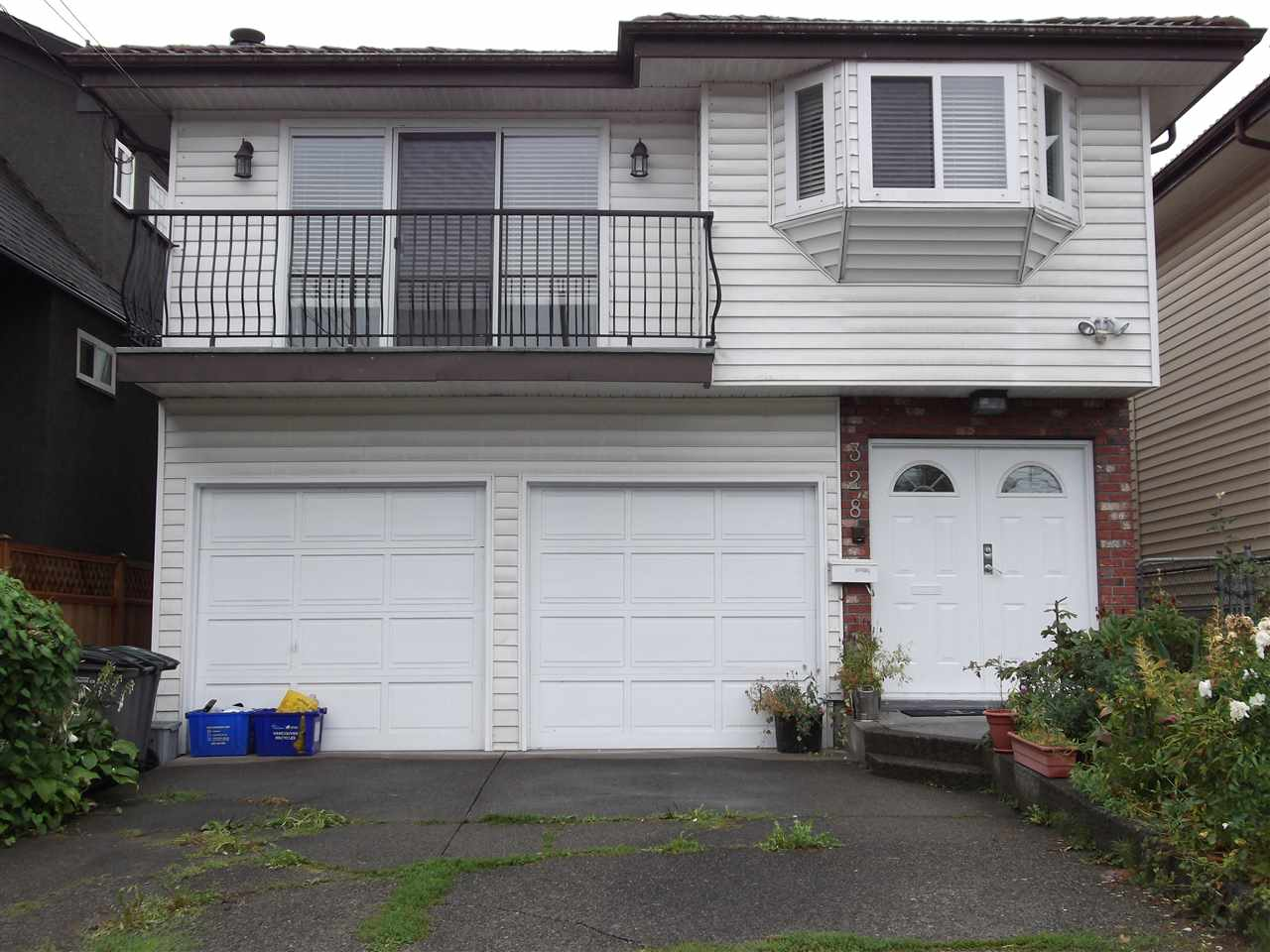 Beautiful, updated, bright home. 4 bathrooms, large covered sundeck, 2 car garage, updated wood floor, new cabinets, a must see property. All sizes and ages are approx. only. The Buyer should not rely upon the listing information without the Buyer independently verifying the information. Open house on October 7, 2017, 2-4 pm.
