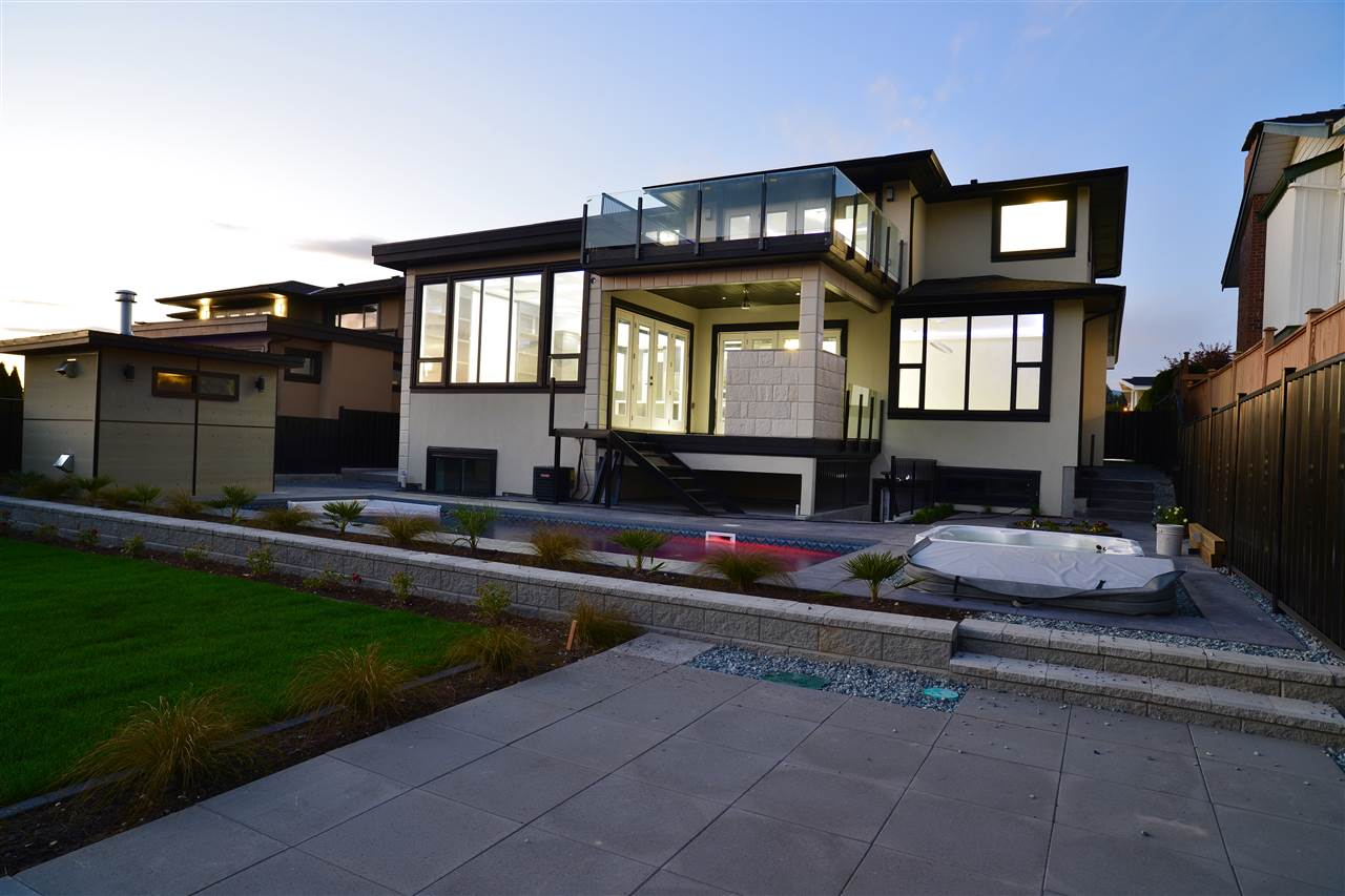 A luxurious, custom crafted home w/ Metrotown views on the South & ideally positioned near Sperling Elementary. Home of 4728 sqft on an ideal 60x140 lot, generously proportioned and its layout flexible to suit your needs. Open-concept home boasts many desirable features: 7 bedrms,6 bathrms,2 relax rms, 1 outside swimming pool, hardwood flrs,vast storage,gorgeous decorative paint,gourmet kitchen,granite counters,a/c,HRVautomation,security system w/cameras & double garage,Auto Sping in Garden. 5-10 minutes to shopping center and Burnaby Lake. A masterpiece of a home,a dream come true for those accustomed to the best quality in design and lifestyle.