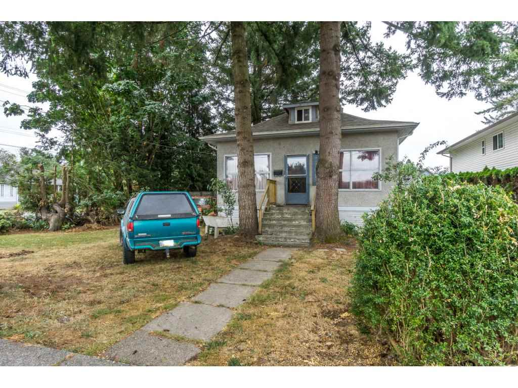 Great investment property, possible sub dividable. 66 x 132 lot with big 24 x 22 garage. Close to shopping, recreation, hospital. TLC needed but could be a good first time buyers home to build sweat equity! Roof about 2-3 years old on home.