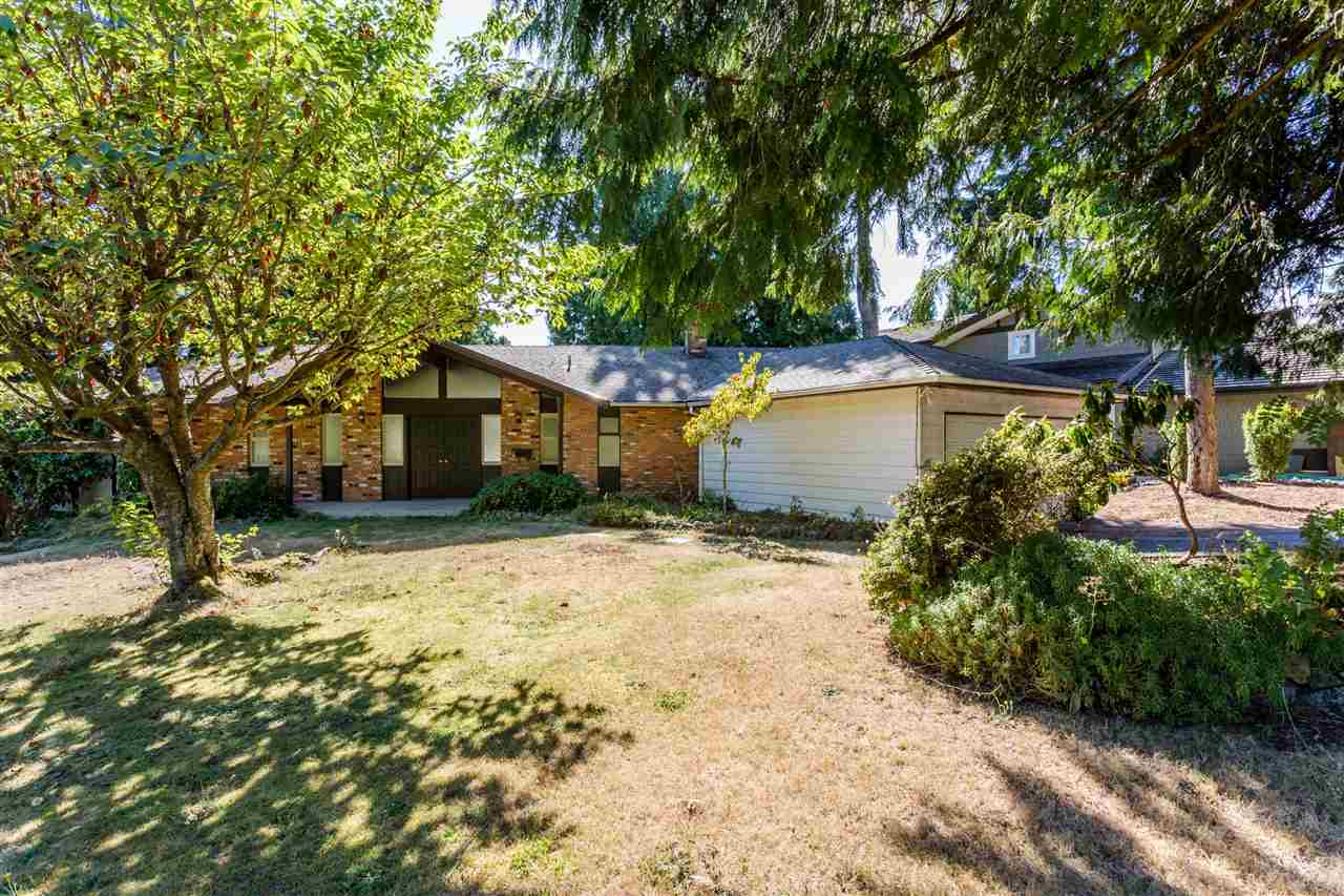 Building Lot with Rental Income!! Located in the most desirable Chartwell neighborhood. Huge corner lot of 14,526sf. Updates include master bedroom, windows, roof, kitchen, furnace and sun room, new carpet downstairs. Walking distance to Hollyburn Country Club, Sentinel Secondary & Chartwell Elementary. Great Investment to live in or development. Easy to show!