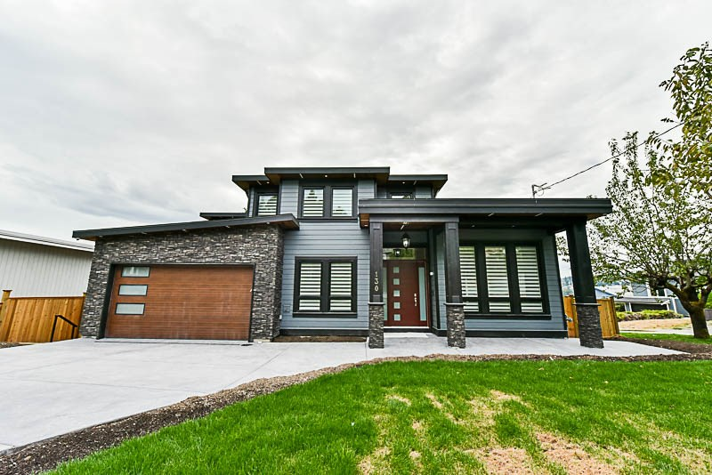 This luxurious mansion sits on 10k+ lot with a spacious 6k+ 3 level 8bdrm 9bath home with full view towards the South, West, Fraser, Bridges, Surrey, and dt New West. This open concept plan is the entertainers dream, grand entry, crystal chandeliers, 2 gas fireplaces, detailed finishing, large den w/full washroom on main, vaulted ceilings, butler pantry, professional chef's kitchen w/large island, huge spice kitchen w/extra storage, built in appliances, built in entertainment units, large decks, 4 master bedrooms above, presidential master bedroom w/double doors, full wet bar, theatre room, lrg 1 bdrm nanny suite w/2 bdrm legal suite, HVAC/AC/Alarm/Vacuum/radiant heat built in, high effieciency boiler w/instantaneous hot water w/hot water recovery tank built in. Open house Sun Oct 22 2-4pm