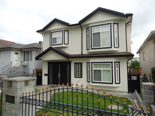 Well kept, spacious 6 years, 2 level family home with 2 basement suites for mortgage helper, new exterior paint, located in prime Fraserview area, steps to transportation, school & shopping. David Thompson School catchment.
