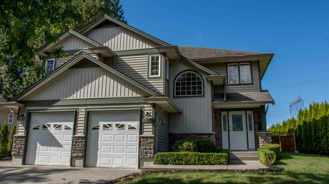 Fantastic family home with four bedrooms in excellent area of Rosedale. Great room concept with gas fireplace, bright and open kitchen with maple cabinets and island. Master bedroom features large walk-in closet and ensuite with soaker tub. This home is in great condition, with newer carpet and blinds, as well as a/c for those summer days ahead. A lovely deck overlooks the large private backyard. With a park across the street, easy freeway access; this home is the complete package.